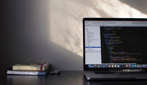 En este post te enseñaremos cómo es que puedes elegir comprar la mejor laptop para que la puedas usar en el mundo de la programación. ¡ENTRA!