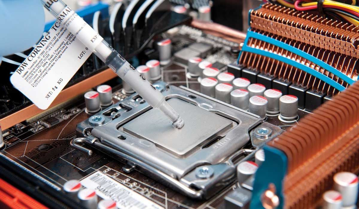 Thermal paste for equipment cleaning